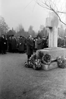 ARH NL Dierssen 1008/0007, Volkstrauertag - Feierstunde auf dem Springer Friedhof, 1950
