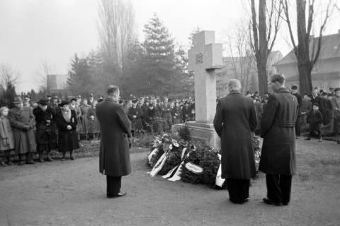 ARH NL Dierssen 1008/0010, Volkstrauertag - Feierstunde auf dem Springer Friedhof, 1950