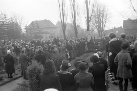 ARH NL Dierssen 1008/0015, Volkstrauertag - Feierstunde auf dem Springer Friedhof, 1950