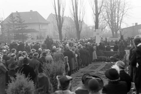 ARH NL Dierssen 1008/0016, Volkstrauertag - Feierstunde auf dem Springer Friedhof, 1950