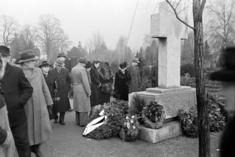 ARH NL Dierssen 1008/0017, Volkstrauertag - Feierstunde auf dem Springer Friedhof, 1950