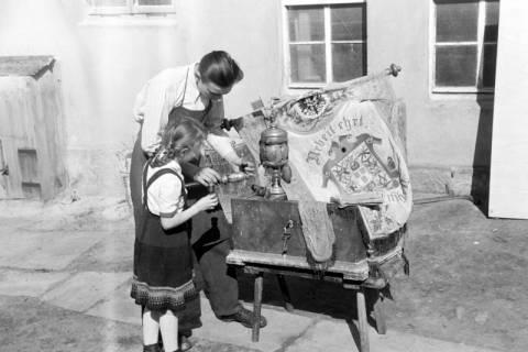 ARH NL Dierssen 1013/0001, Alte Handwerkerlade bei Tischlermeister Christopher, 1950