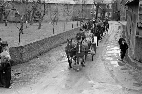 ARH NL Dierssen 1013/0030, Konfirmation (Reitverein bei Landrat Woltmann), 1950