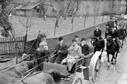 ARH NL Dierssen 1013/0031, Konfirmation (Reitverein bei Landrat Woltmann), 1950