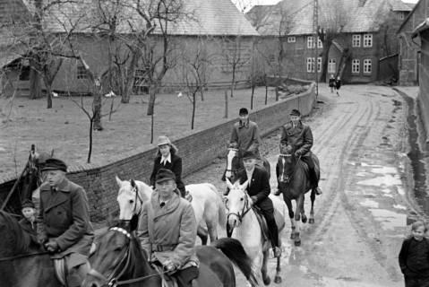 ARH NL Dierssen 1014/0001, Konfirmation (Reitverein bei Landrat Woltmann), 1950