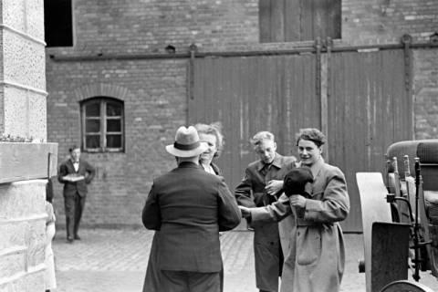 ARH NL Dierssen 1014/0002, Konfirmation (Reitverein bei Landrat Woltmann), 1950