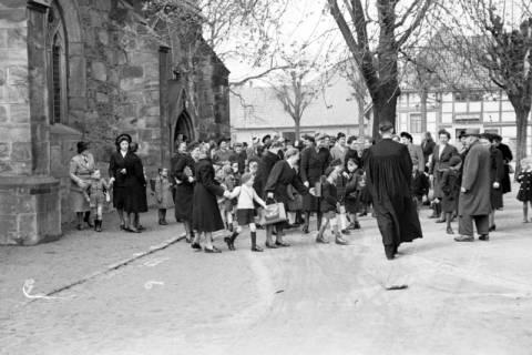 ARH NL Dierssen 1017/0010, Umzug der Schulanfänger, 1950