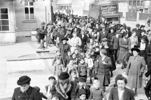 ARH NL Dierssen 1017/0012, Umzug der Schulanfänger, 1950