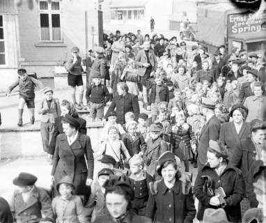 ARH NL Dierssen 1017/0013, Umzug der Schulanfänger, 1950