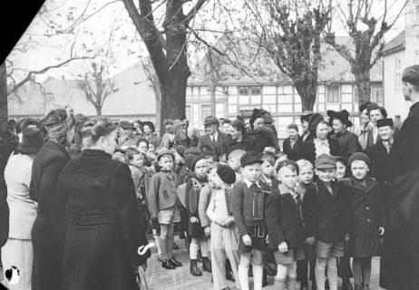 ARH NL Dierssen 1017/0014, Umzug der Schulanfänger, 1950
