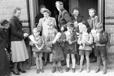 ARH NL Dierssen 1017/0017, Umzug der Schulanfänger, 1950