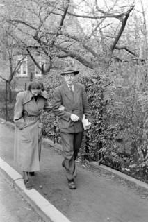 ARH NL Dierssen 1021/0004, Gerhard Dierssen mit Freundin am Handanger, 1950
