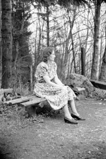 ARH NL Dierssen 1021/0011, Freundin von Gerhard Dierssen? am Ebersberg (Deister), 1950