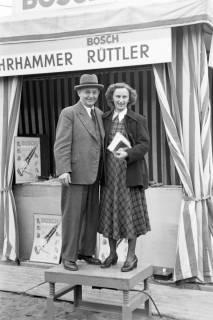 ARH NL Dierssen 1021/0019, Stand von Bosch auf der Industriemesse Hannover, 1950