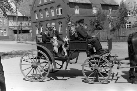 ARH NL Dierssen 1024/0004, Kutsche bei der Kommunion, 1950