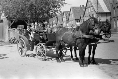 ARH NL Dierssen 1024/0005, Kutsche bei der Kommunion, 1950