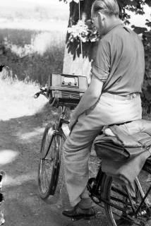 ARH NL Dierssen 1034/0006, Radfahrer mit Radio, 1950