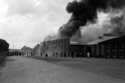 ARH NL Dierssen 1037/0006, Brand der Lackiererei Bähre, Springe, 1950