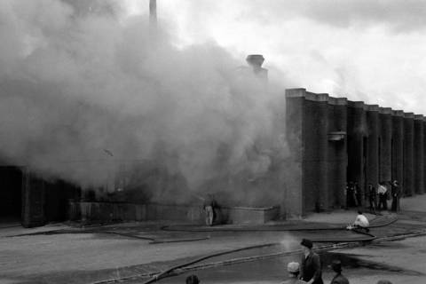 ARH NL Dierssen 1037/0008, Brand der Lackiererei Bähre, Springe, 1950