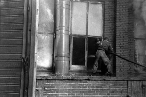 ARH NL Dierssen 1037/0010, Brand der Lackiererei Bähre, Springe, 1950