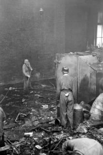 ARH NL Dierssen 1037/0017, Brand der Lackiererei Bähre, Springe, 1950