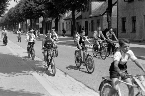 """ARH NL Dierssen 1041/0008, Rad-Werbung """"Caritas ruft"""", 1950"""