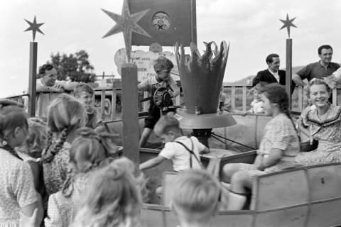 ARH NL Dierssen 1059/0011, Sängerfest, Karussel mit Handbetrieb, Altenhagen I, 1950