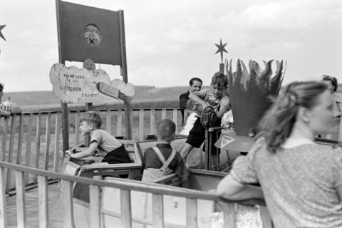ARH NL Dierssen 1059/0012, Sängerfest, Karussel mit Handbetrieb, Altenhagen I, 1950