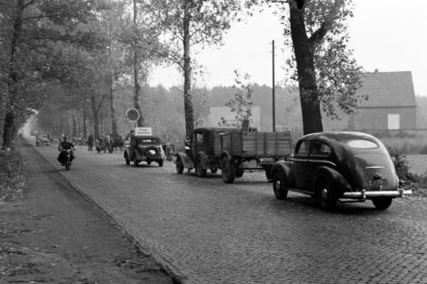 ARH NL Dierssen 1085/0018, Straßenbau und Umleitung des Verkehrs, Kirchhorst, 1950
