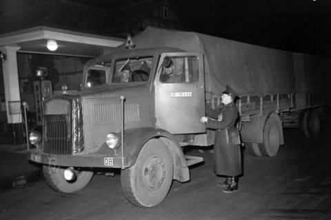 ARH NL Dierssen 1090/0013, Nächtliche Verkehrskontrolle, Thiedenwiese, 1950