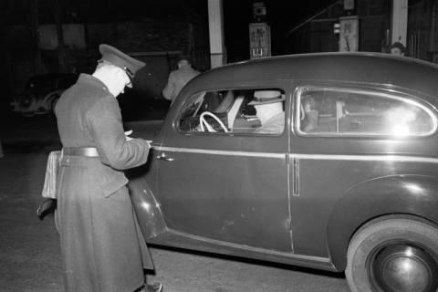 ARH NL Dierssen 1090/0014, Nächtliche Verkehrskontrolle, Thiedenwiese, 1950
