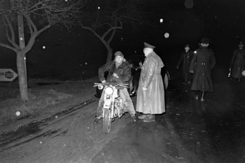 ARH NL Dierssen 1090/0015, Nächtliche Verkehrskontrolle, Thiedenwiese, 1950