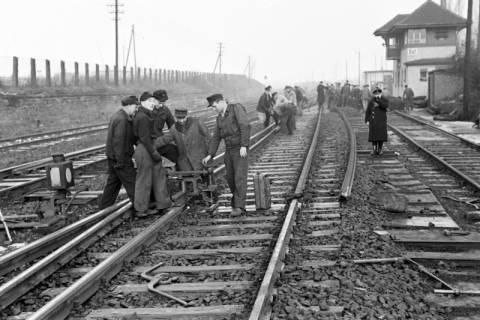 ARH NL Dierssen 1102/0019, Arbeiten an den Gleisen, Burgdorf, 1950