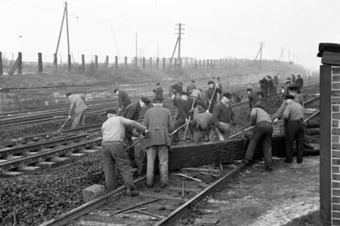 ARH NL Dierssen 1102/0020, Arbeiten an den Gleisen, Burgdorf, 1950