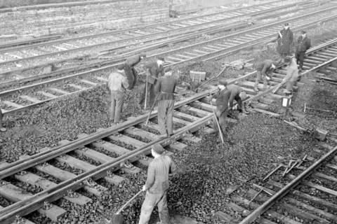 ARH NL Dierssen 1103/0002, Arbeiten an den Gleisen, Burgdorf, 1950