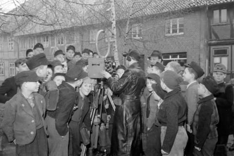 ARH NL Dierssen 1114/0009, Radio-Peilungen der Post am Marktplatz, Pattensen, 1951