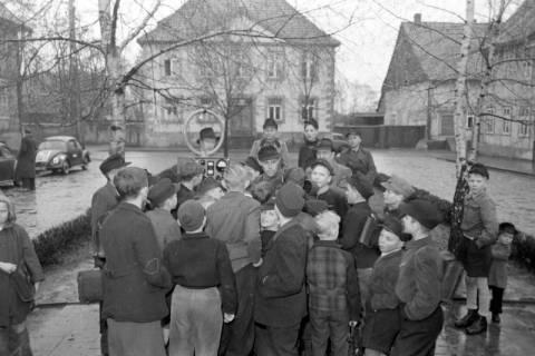 ARH NL Dierssen 1114/0010, Radio-Peilungen der Post am Marktplatz, Pattensen, 1951