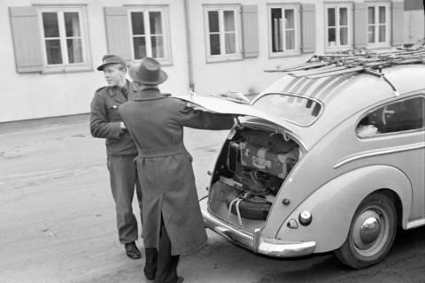 ARH NL Dierssen 1122/0006, Kontrolle an der Zonengrenze, Helmstedt, 1951