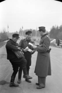 ARH NL Dierssen 1122/0007, Kontrolle an der Zonengrenze, Helmstedt, 1951
