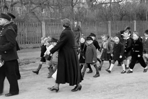ARH NL Dierssen 1130/0025, Schuleinweihung, Wassel, 1951