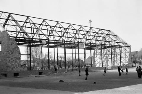 ARH NL Dierssen 1133/0013, Rohbau der Turnhalle, Pattensen, 1951