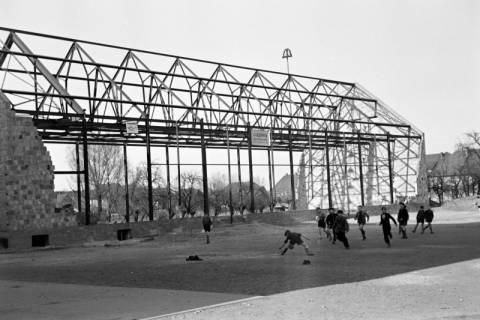 ARH NL Dierssen 1133/0014, Rohbau der Turnhalle, Pattensen, 1951