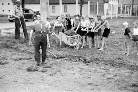 ARH NL Dierssen 1142/0007, Bau der Turnhalle, Springe, 1951