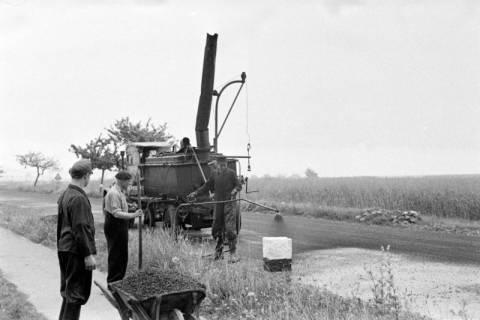 ARH NL Dierssen 1145/0021, Straßenausbesserung, Springe, 1951