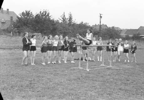 ARH NL Dierssen 1147/0012, Kreissportfest, Springe, 1951