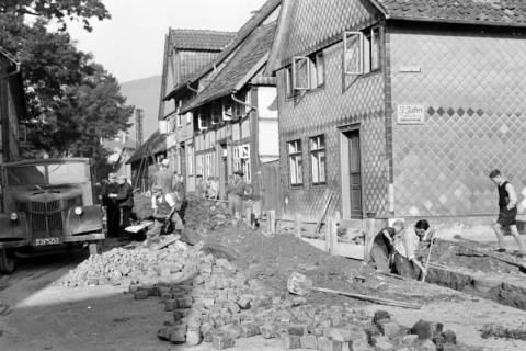 ARH NL Dierssen 1154/0010, Kanalarbeiten in der Lange Straße, Springe, 1951