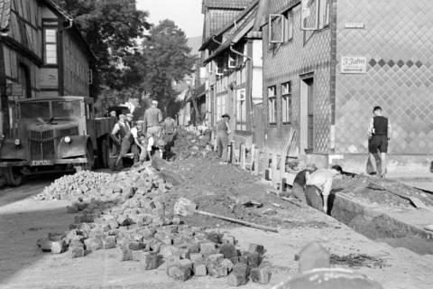 ARH NL Dierssen 1154/0011, Kanalarbeiten in der Lange Straße, Springe, 1951