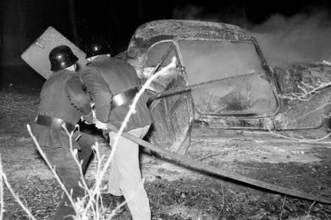 ARH NL Dierssen 1163/0014, 1. Einsatz des neuen Tanklöschfahrzeugs bei einem Fahrzeugbrand, Steinkrug, 1952