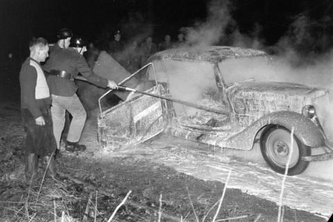 ARH NL Dierssen 1163/0015, 1. Einsatz des neuen Tanklöschfahrzeugs bei einem Fahrzeugbrand, Steinkrug, 1952