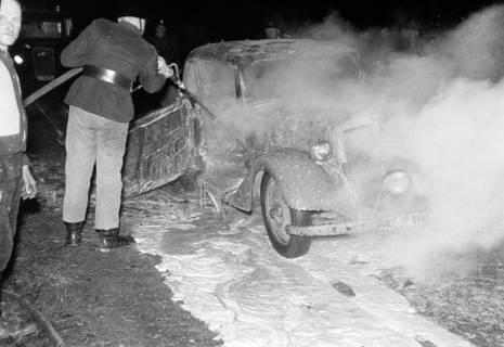 ARH NL Dierssen 1163/0016, 1. Einsatz des neuen Tanklöschfahrzeugs bei einem Fahrzeugbrand, Steinkrug, 1952